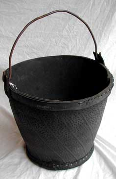 Bucket made from a tyre